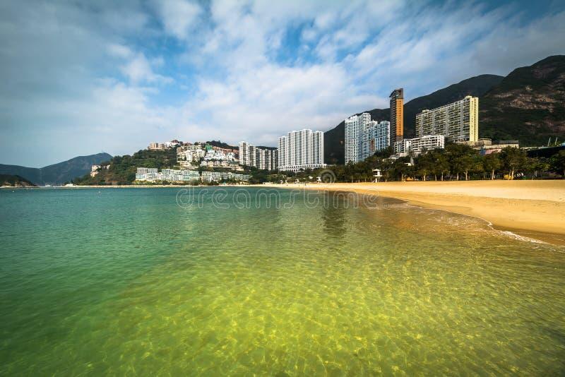 Skyskrapor och stranden på avvvisanden skäller, i Hong Kong, Hong Kong arkivbild