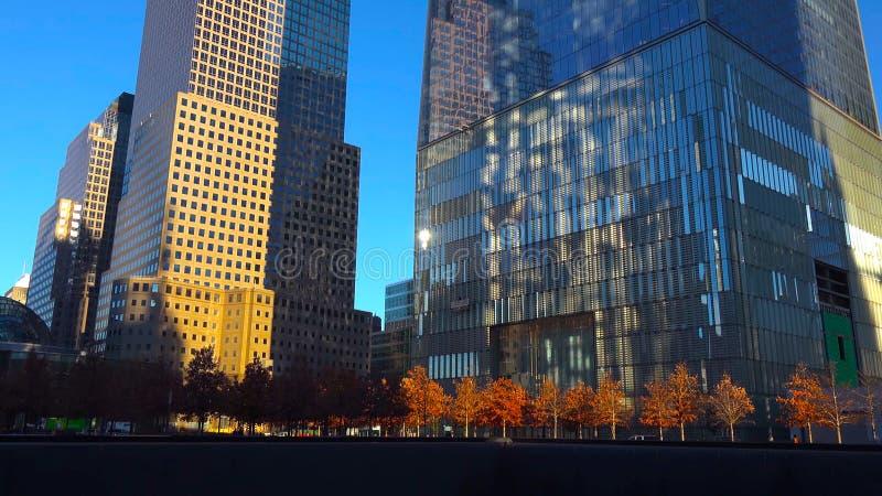Skyskrapor på den natt/New York staden - USA Sikt till Lower Manhattan December 18, 2018 fotografering för bildbyråer