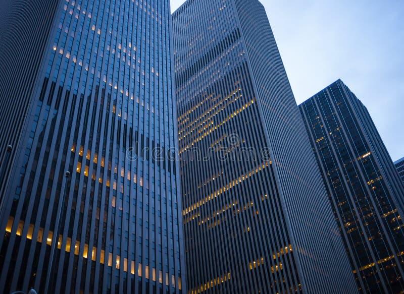 Skyskrapor på skymning i i stadens centrum Manhattan royaltyfri foto