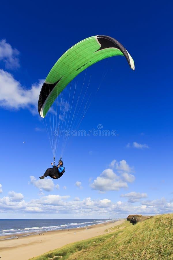 SkysurfareParaglider fotografering för bildbyråer