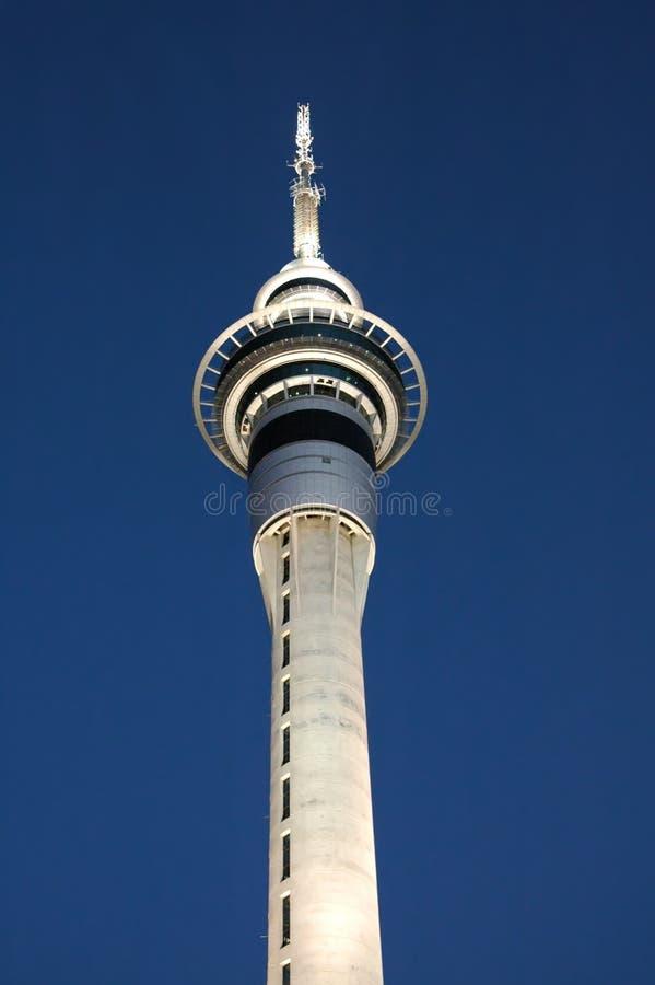 Skytower in Auckland, Neuseeland. Nahaufnahmeschuß. stockfotografie