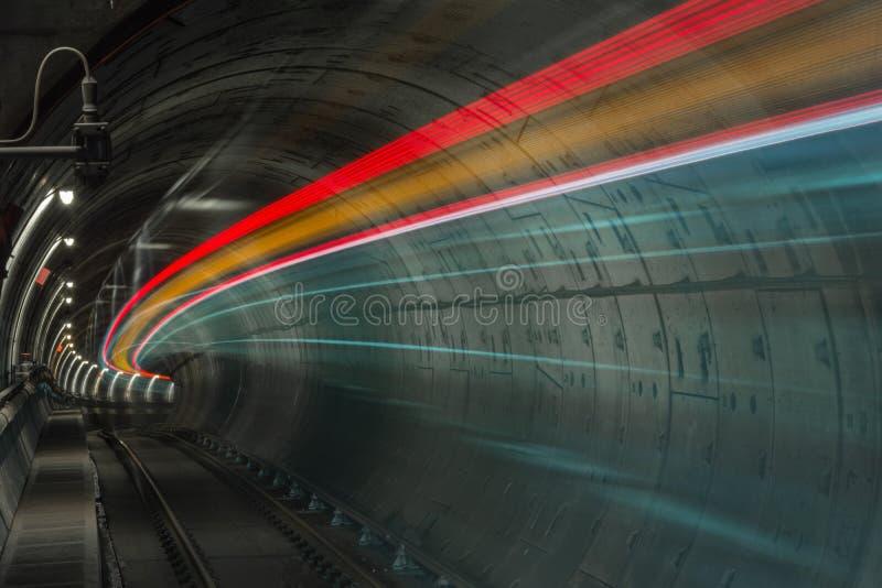 Skytrain in langzame motie royalty-vrije stock afbeeldingen