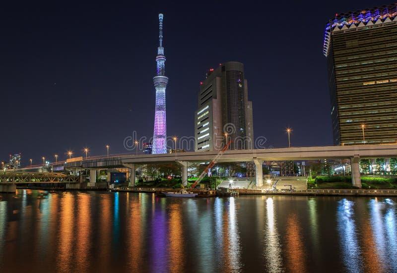 Skytree de Tokyo la nuit images stock