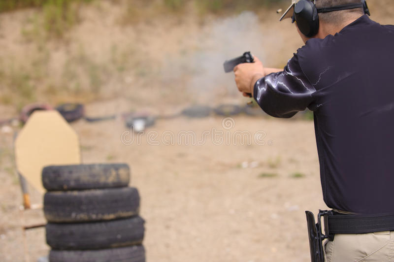 Skytte- och vapenutbildning royaltyfri foto