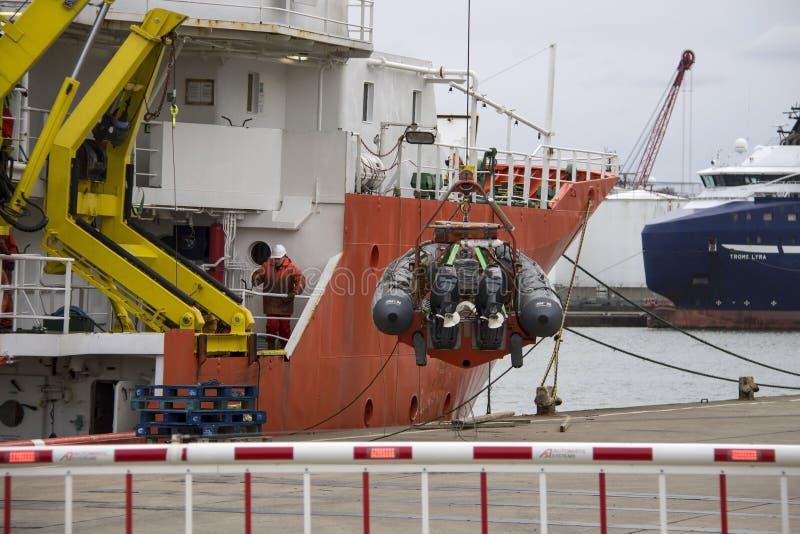 Skyttel i den Aberdeen hamnen Skottland UK royaltyfria foton
