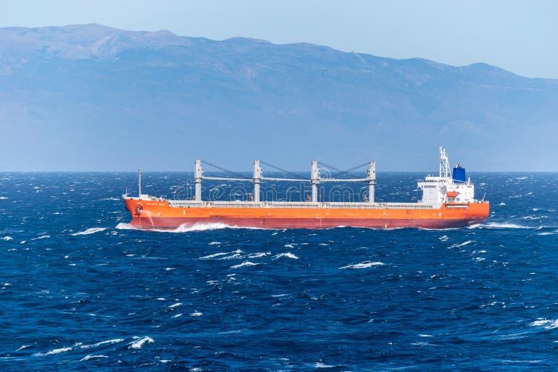 Skyttenhav, en bärare i stora partier för last som seglar över Atlanticet Ocean fotografering för bildbyråer