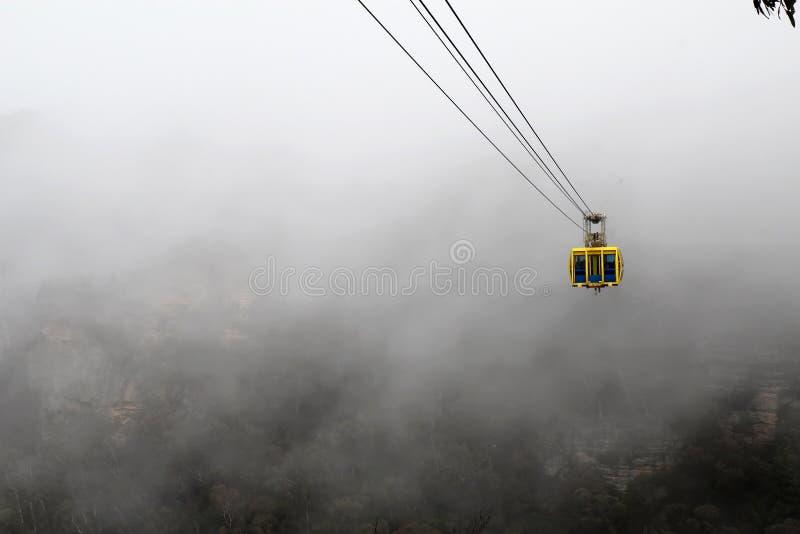 Skyway dans la brume dans les montagnes bleues de l'Australie photographie stock libre de droits