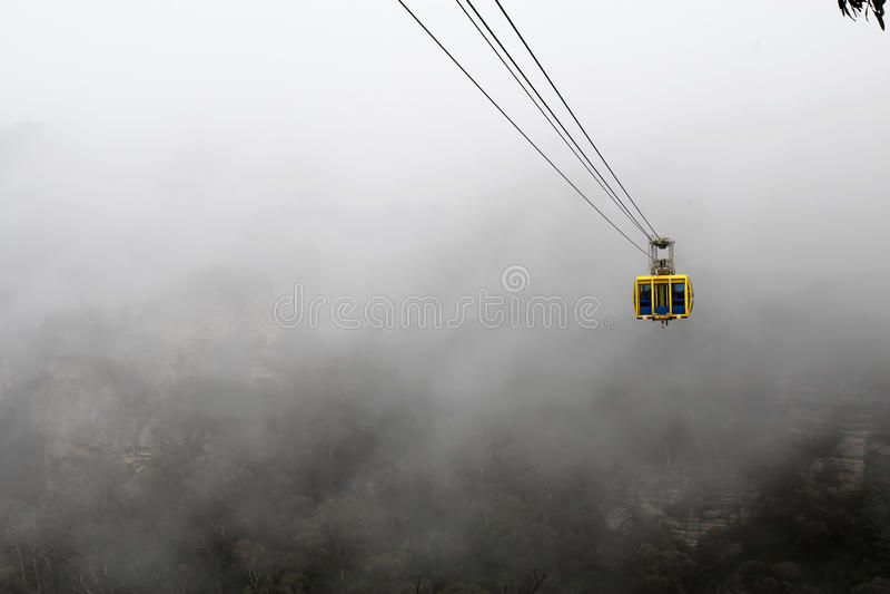 Skyway en la niebla en las montañas azules de Australia fotografía de archivo libre de regalías