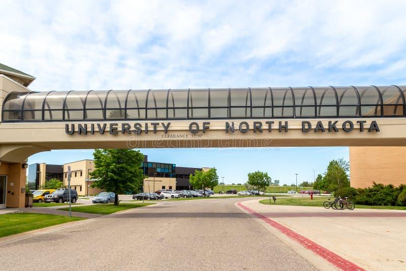 Skyway et entrée au campus de l'université du Dakota du Nord photos stock
