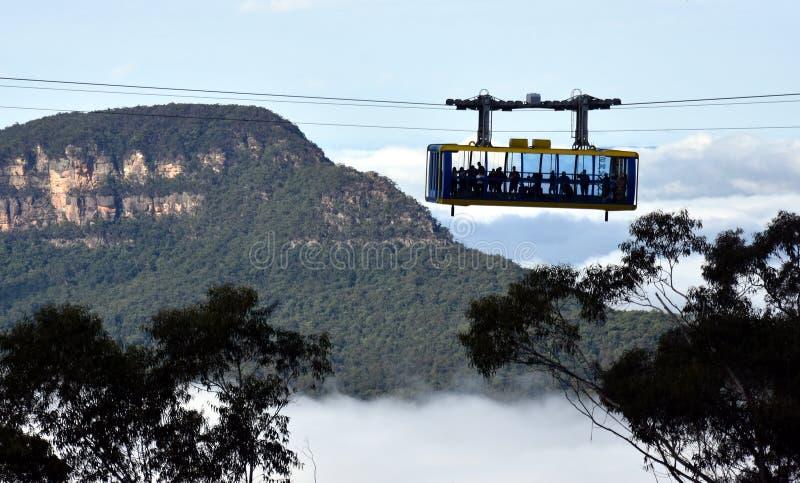 Skyway scénique voyage à travers la gorge au-dessus des automnes de Katoomba photo stock