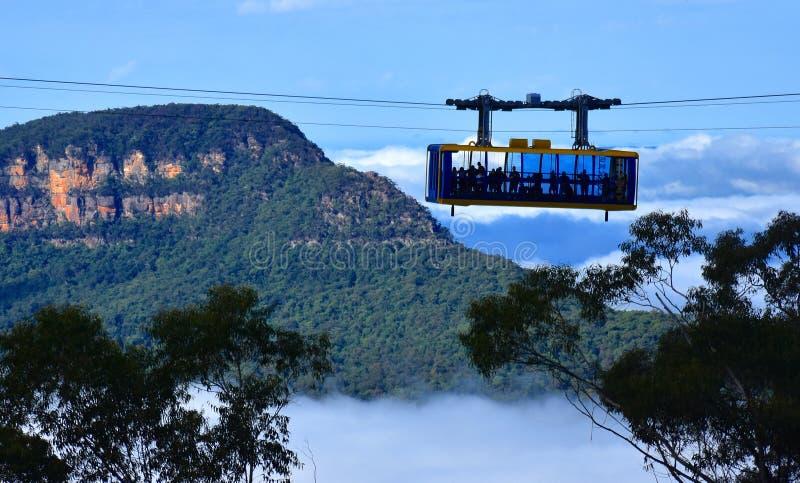 Skyway scénique voyage à travers la gorge au-dessus des automnes de Katoomba photographie stock