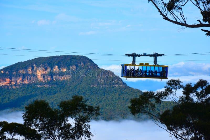 Skyway scénique voyage à travers la gorge au-dessus des automnes de Katoomba image stock
