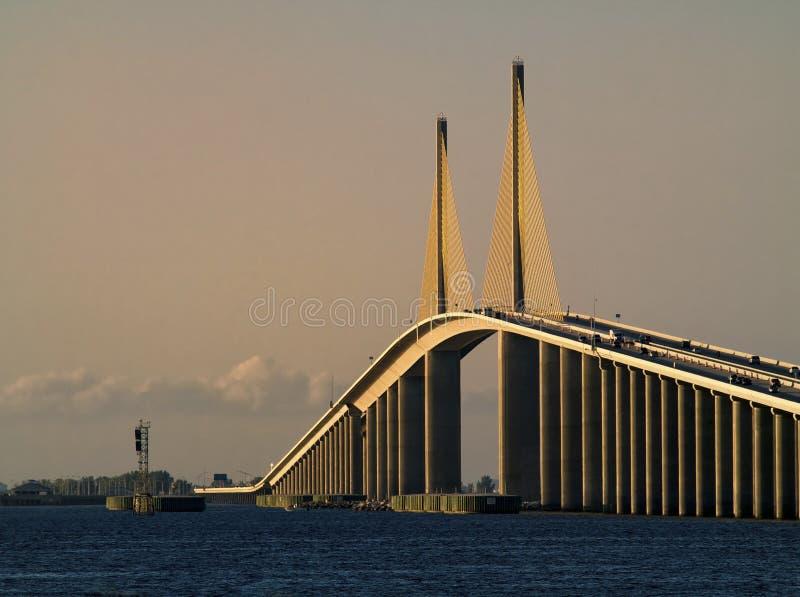 skyway solsken för bro arkivbild