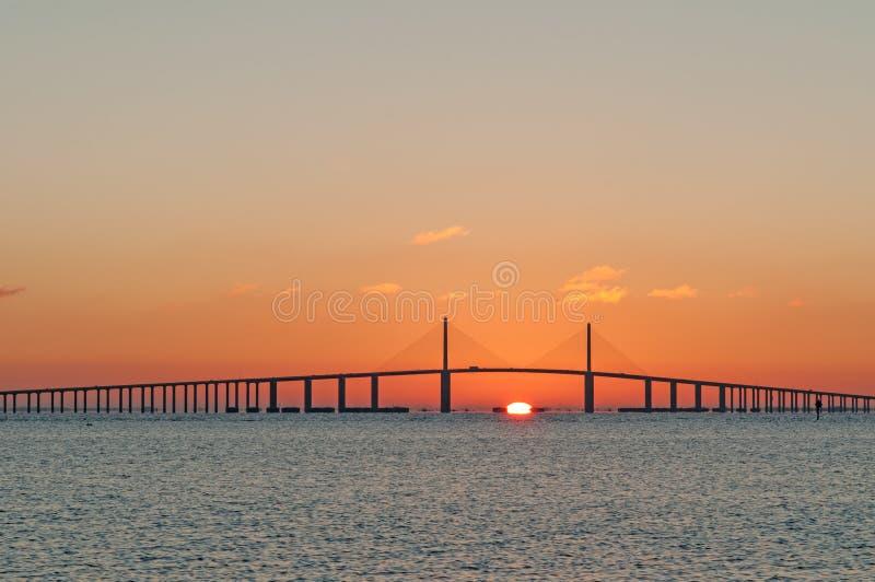 skyway solsken för bro arkivbilder