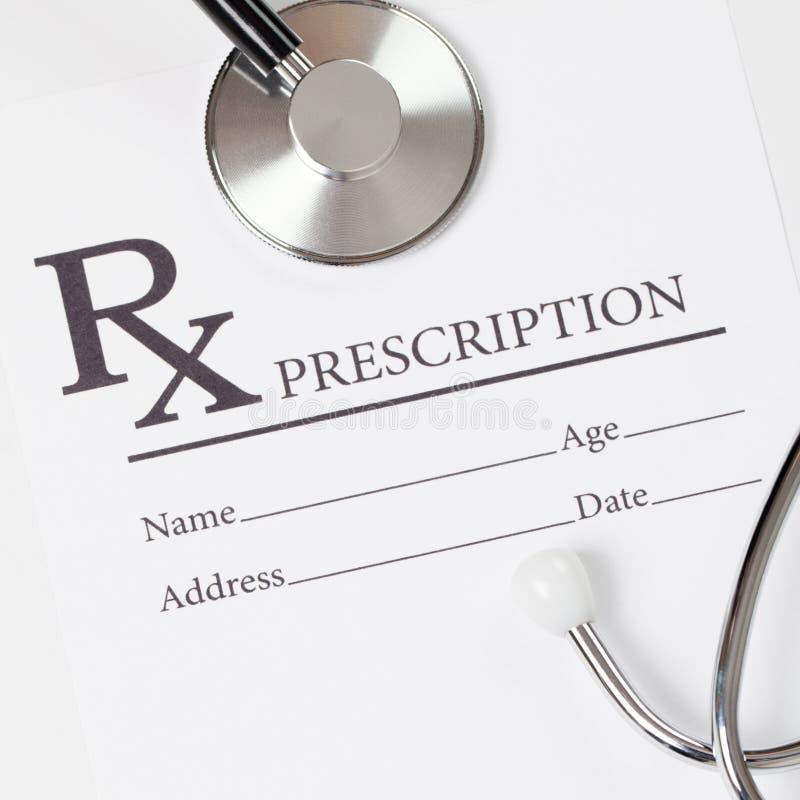 Släkta medicin, sjukvård och all saker Receptform - nära övre studioskott royaltyfri foto
