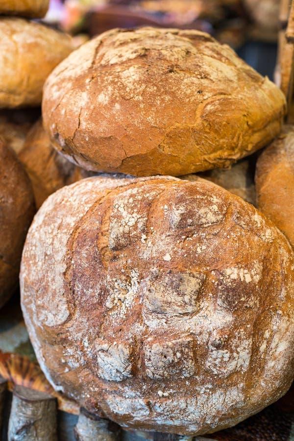 Släntra av lantligt bröd royaltyfri bild