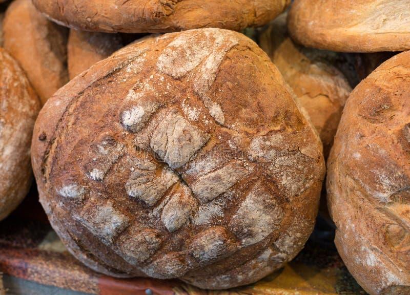 Släntra av lantligt bröd royaltyfri fotografi