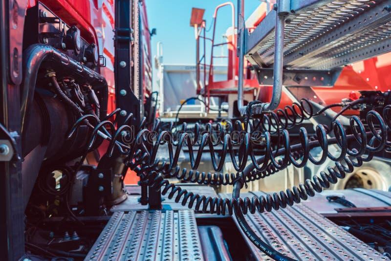 Släp förbindelse till lastbilen royaltyfri bild