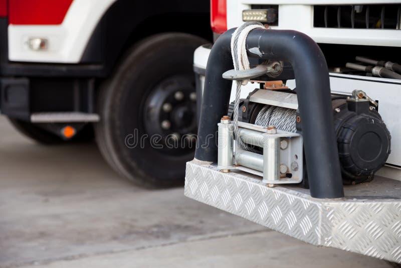 Släpkrok från en motor för stor brand Är ett nöd- bogserahjälpmedel som ska hjälpas royaltyfria bilder