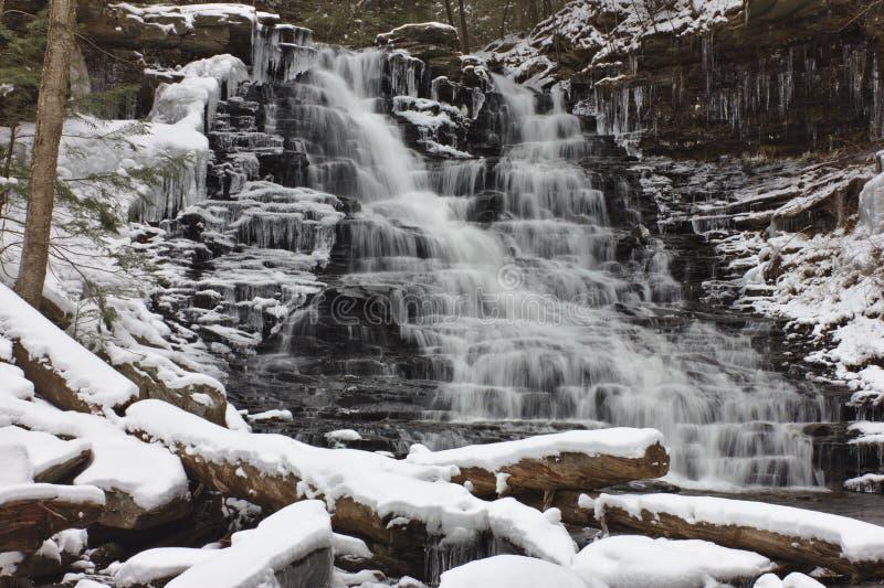 Släta att applådera vatten i vinter royaltyfri bild