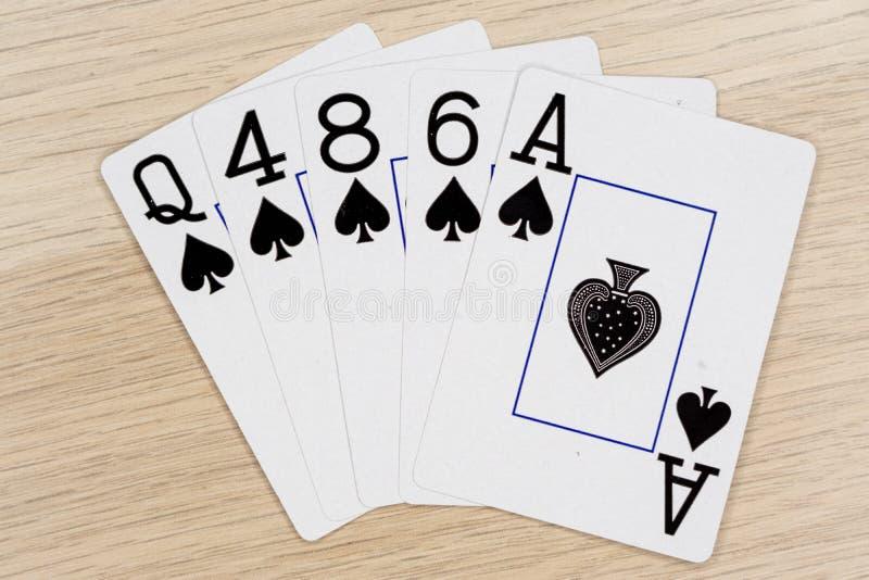 Sl?ta spadar - kasino som spelar pokerkort fotografering för bildbyråer
