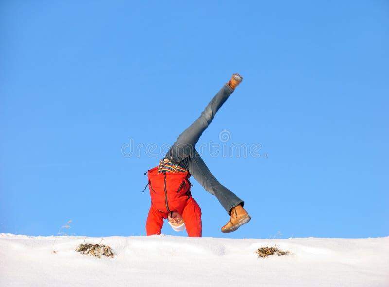 slå en kullerbytta vintern arkivfoto
