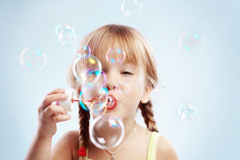 slående bubblaflicka little arkivfoto