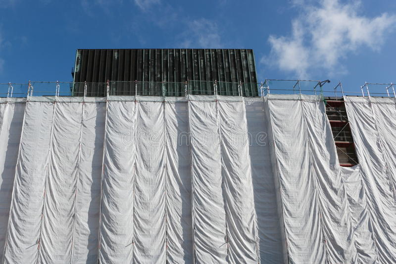 Slågen in byggnad på konstruktionsplatsen royaltyfri fotografi
