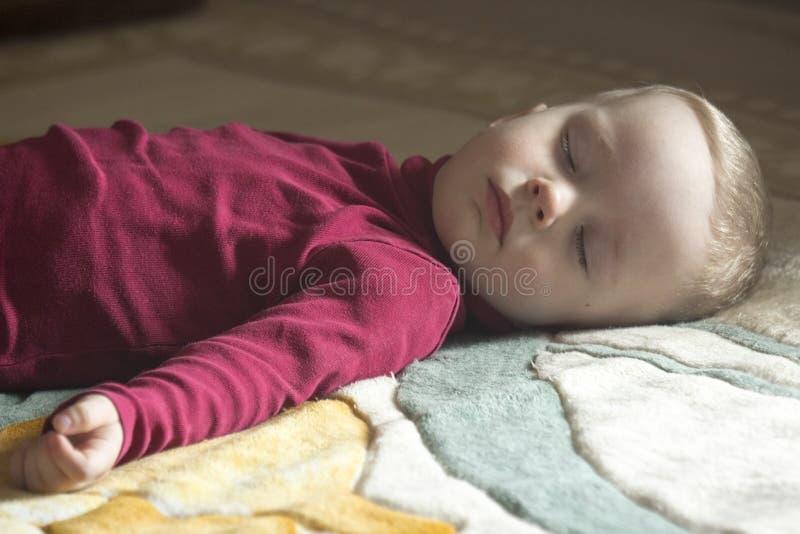 Slaap 2 éénjarigenkind royalty-vrije stock foto's