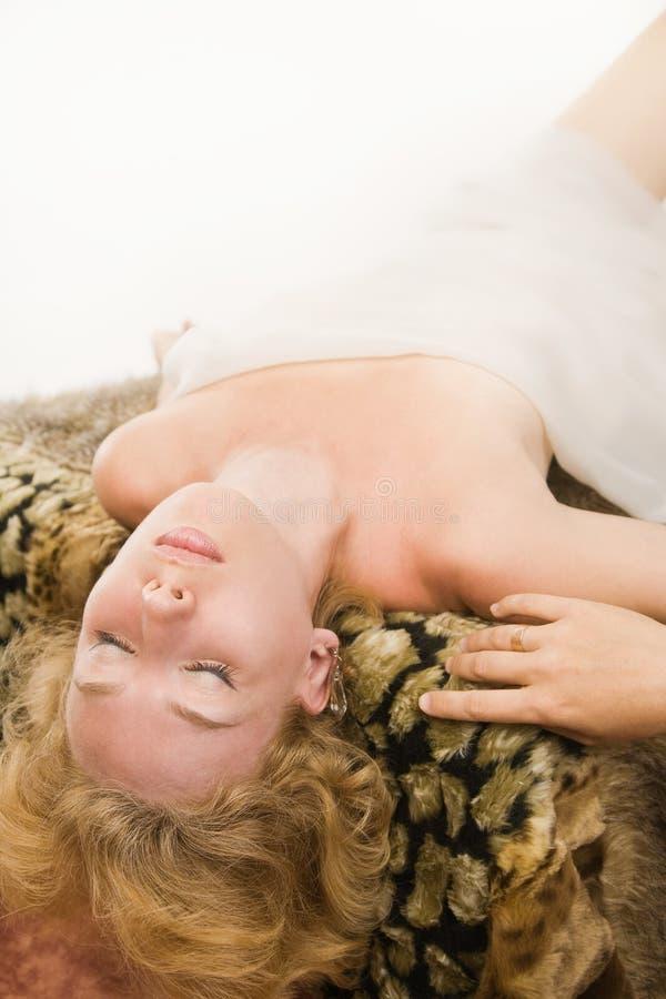Slaap blonde vrouw royalty-vrije stock afbeeldingen