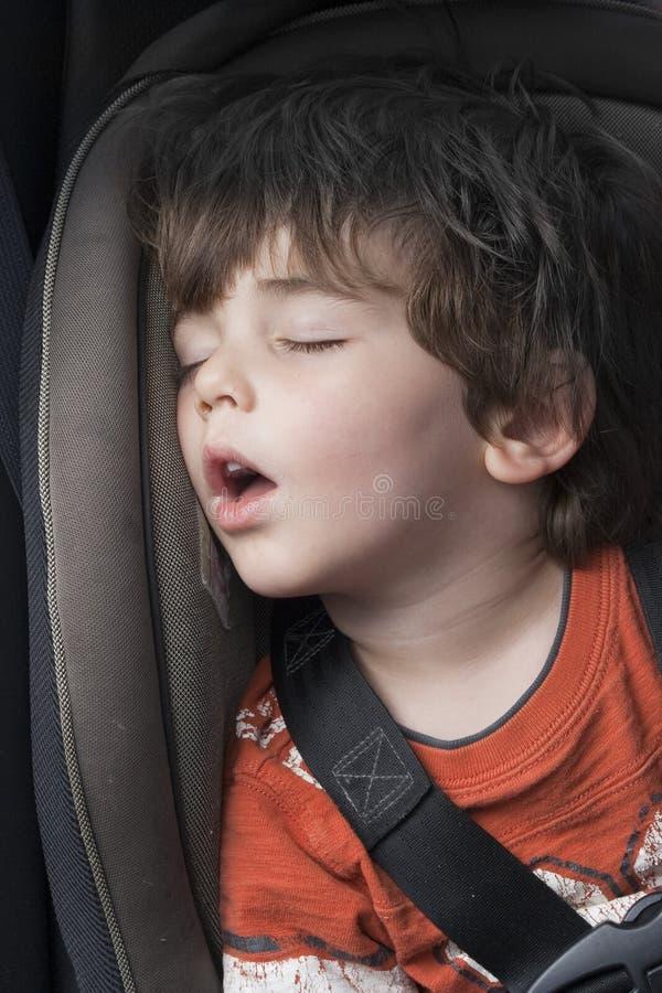 In slaap in een autozetel royalty-vrije stock afbeelding