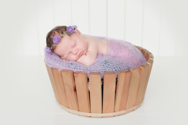 Slaap pasgeboren baby stock afbeeldingen