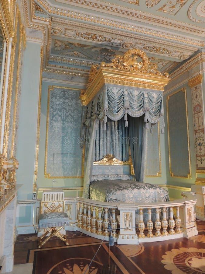 Slaapkamer in het Gatchina-paleis stock afbeelding