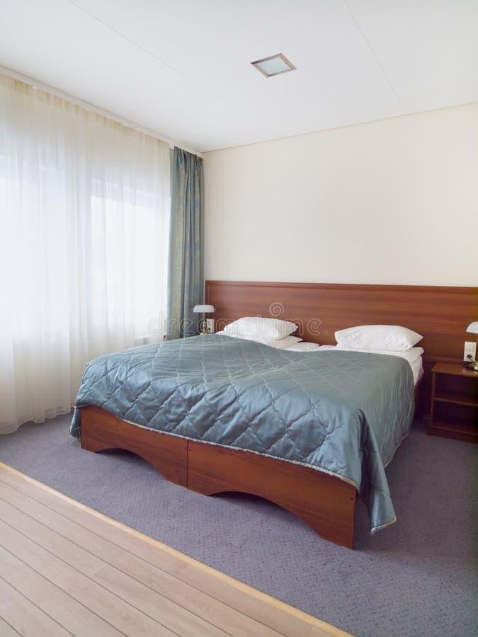 Slaapkamer Met Licht Plafond Stock Afbeelding - Afbeelding bestaande ...