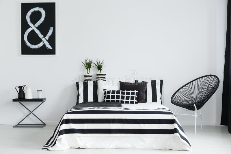 Slaapkamer met stoel en lijst royalty-vrije illustratie