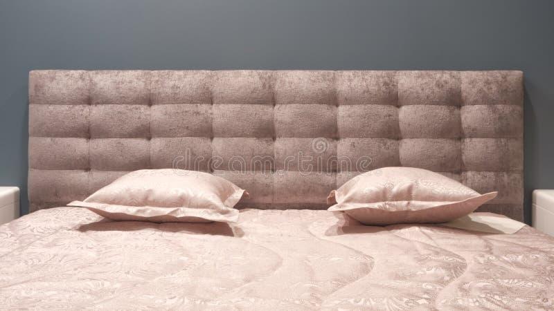 Slaapkamer van de luxe de moderne stijl en in grijze, roze, bruine en blauwe tonen, Binnenlands van een slaapkamer met pluchekuss stock foto