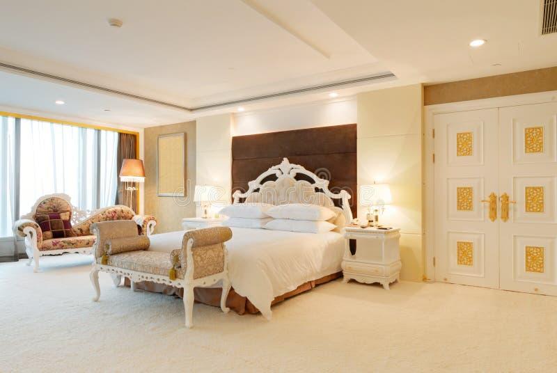 Slaapkamer van luxereeks in hotel stock foto