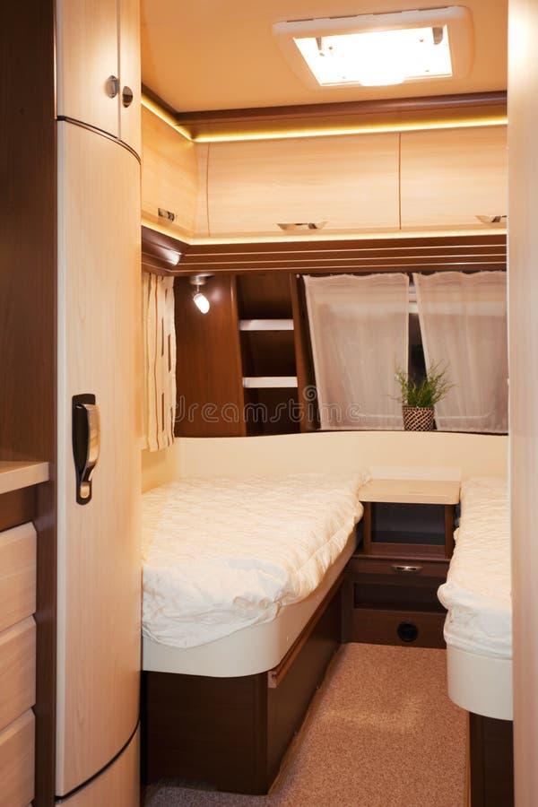 Slaapkamerbinnenland van Sta-caravan stock fotografie