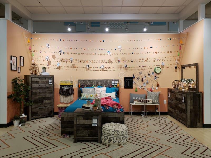 Slaapkamermeubilair voor verkoop bij markt TX Amerika stock afbeelding
