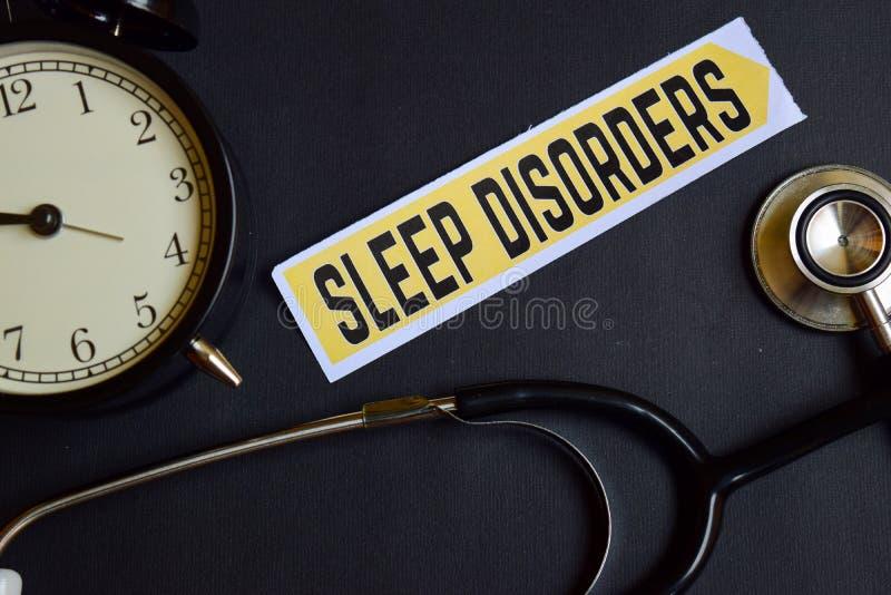 Slaapwanorde op het document met de Inspiratie van het Gezondheidszorgconcept wekker, Zwarte stethoscoop royalty-vrije stock afbeeldingen