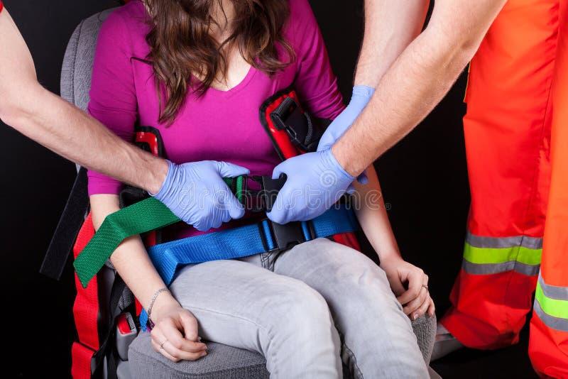 Slachtoffer die van ongeval aan het ziekenhuis vervoeren stock fotografie