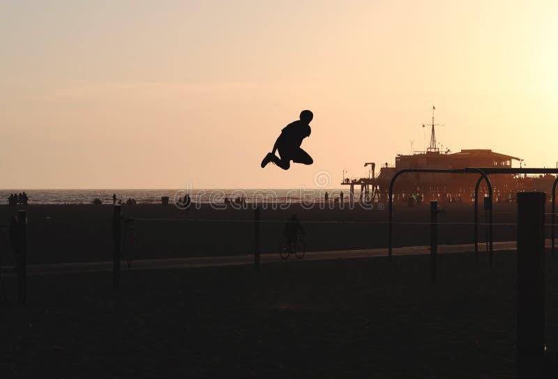 Slackline skacze fotografia stock