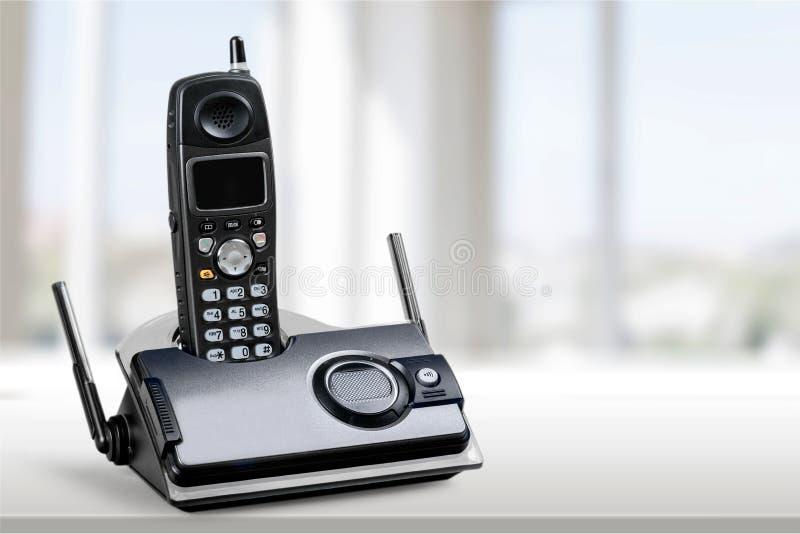 Sladdlös modern telefon, närbildsikt royaltyfria bilder