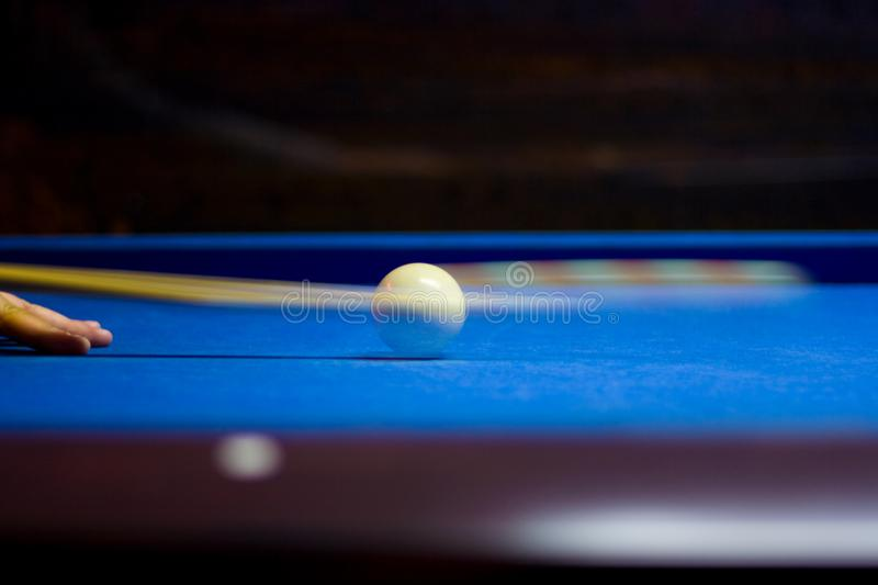 Slag f?r Billiardboll royaltyfria bilder