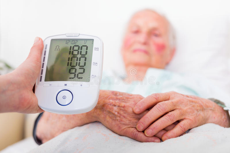 Slaggevaar - hoge bloeddruk stock foto's