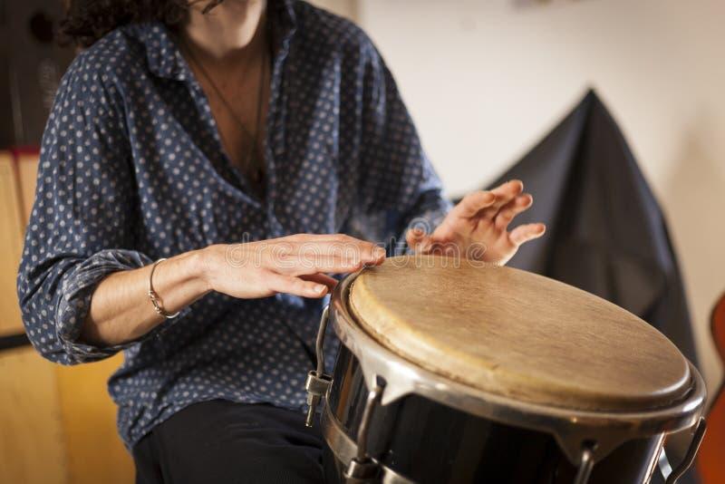 Slaginstrumenten en musicologieconcept stock foto