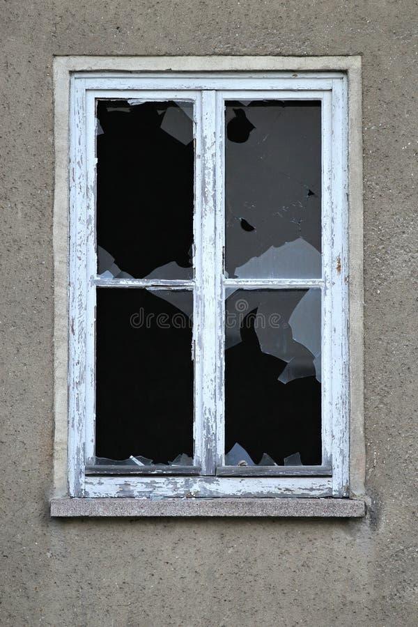 slagit fönster royaltyfria foton