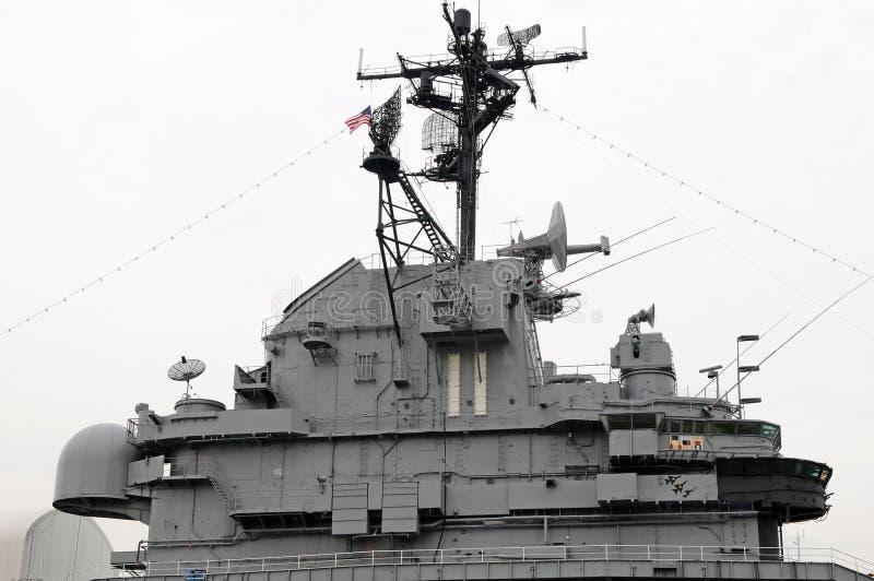 slagskepp som lurar det intrepid tornet arkivbilder