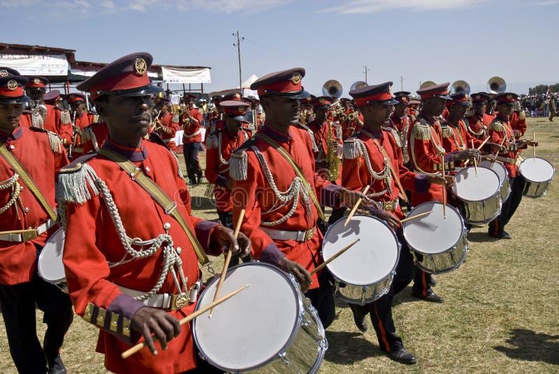 Slagwerkers van het Plechtige band marcheren stock afbeeldingen