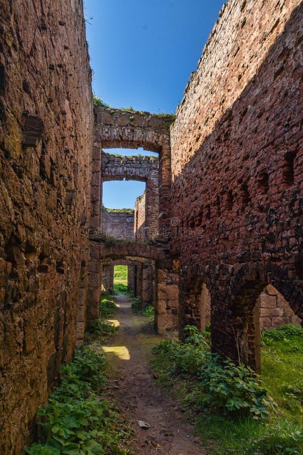 Slains-Schloss-Hauptdurchgang ruiniert BRITISCHES Schottland stockfotos